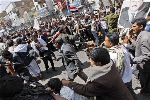 YemenPoliceVsProtestors2