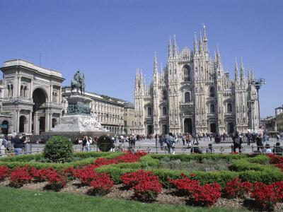 PiazzadelDuomo&MilanCathedralMilanItaly