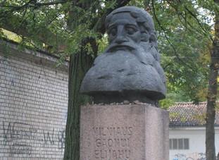 StatueOfFamedVilna Gaon-Rabbi EliezarOnStreetNamedForHim