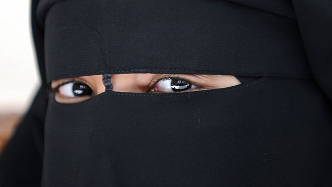 MuslimWomanInNiqabOutsideParisFrance